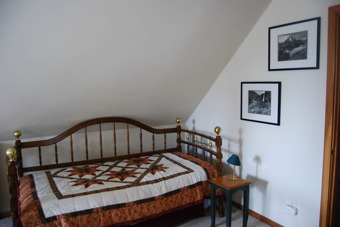 loft-bed_14420083188_o