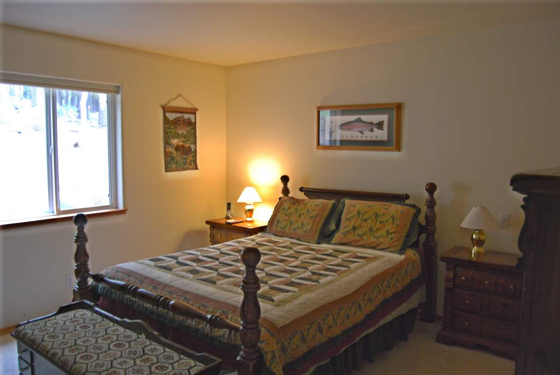 main-level-queen-bedroom_14606079022_o